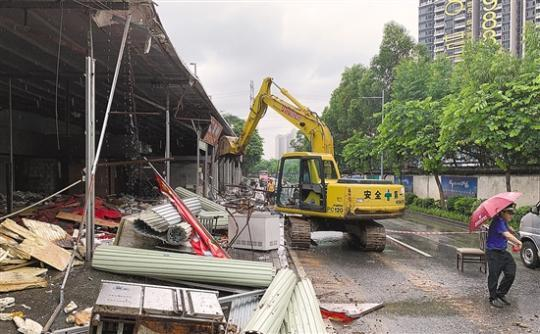 广州桥中厨具市场违建 排除万难终于开拆