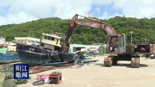 """东平:集中销毁一批""""三无""""渔船和渔具"""
