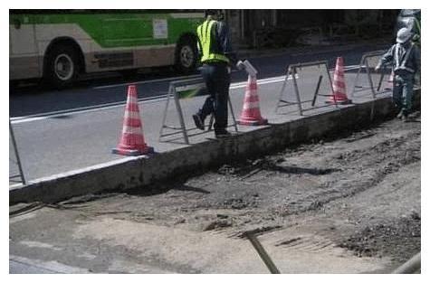 """同样""""沥青""""铺公路,为啥日本的年年如新,中国的却满是补丁口?"""