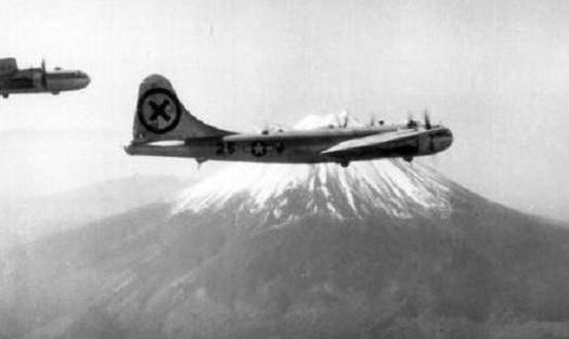 """""""李梅烧烤""""!一夜之间烧死10万日本人,日本人称:东京大屠杀"""