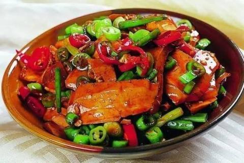 美食推荐:清炒红菜苔,豆干回锅肉,酸辣土豆丝的做法