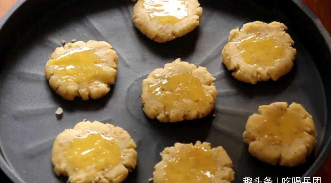 不用高大上烤箱DIY核桃酥,照样酥香入口成沙,简单厨具可做到