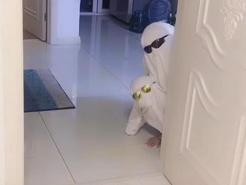 迪拜首富父子火了,网友:别人是人造革,这俩是真的皮!