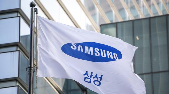 新浪美股讯 韩国电子产品巨头三星电子周五警告说,第二季度利润可能不及去年同期的一半,半导体制造商的股价普遍走低。