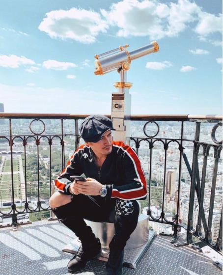 钟丽缇张伦硕携全家七口游巴黎艾菲尔铁塔,张敏钧难得与妹妹同框