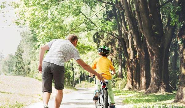 想让孩子未来更优秀?下面4件事让爸爸来,妈妈一定不要管