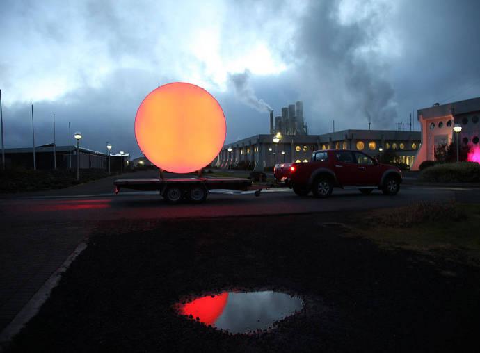 艺术家Lisa Pacini 和Christine Istad 设计了一个LED太阳