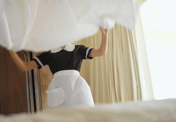 老公破产,我被迫去酒店上班,推开门后,我吓得直捂住嘴!