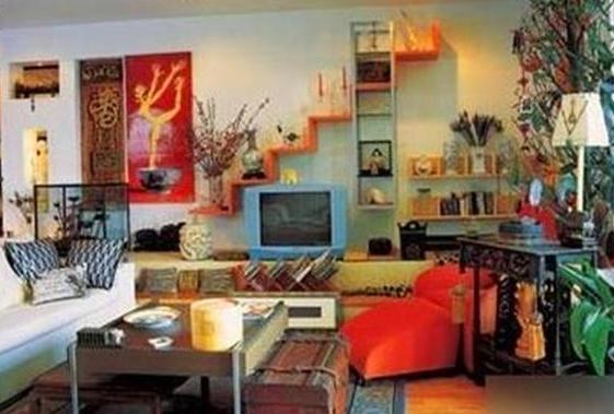 带你参观蔡国庆住的豪宅,家里有很多怀旧木制品,造价相当昂贵