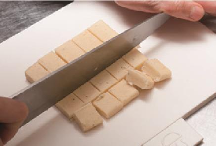 曲奇也能做成立方体,按我这样做能裹上糖粉,香酥可口,简单易做