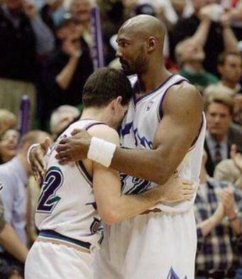 5张图感受NBA的无冕之王!艾弗森亲吻地板,麦迪单膝跪地