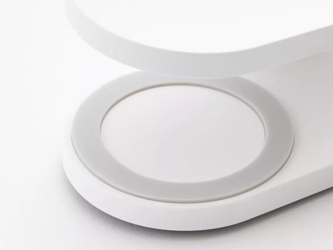 能夹、能立、能折叠,这59元的小台灯太实用了