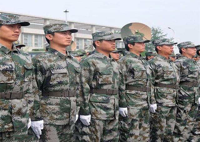拉链美观方便又实用,为什么我国军服总是喜欢配扣子?