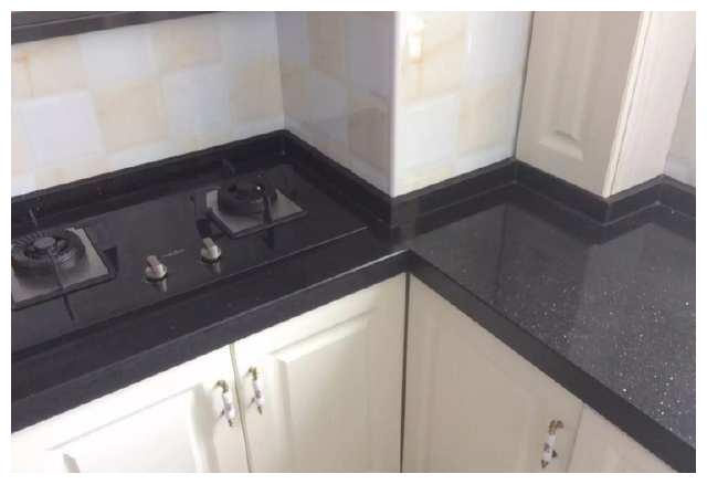 厨房橱柜选择石英石还是人造石?