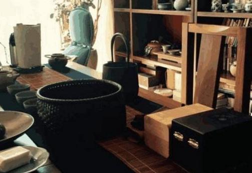 晒晒王铮自己住的豪宅,家里的乐器种类超多,不亏是出色的音乐人