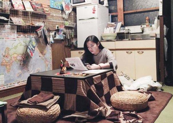 日本冬天和东北差不多冷,但却没有供暖设备,他们是如何过冬的呢