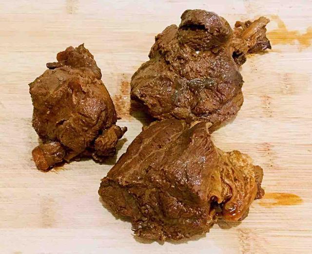 秘制酱牛肉,在家就能做,肉烂筋软,酱香浓郁,比外面卖的好吃!