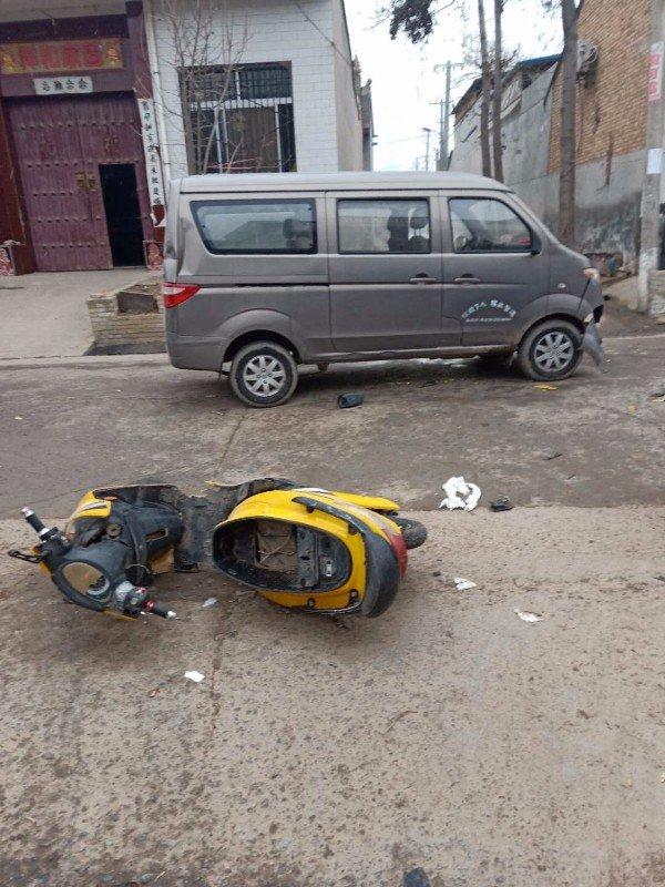 男子在三原盗窃电动车后狂奔 不料与货车相撞 至今昏迷