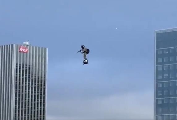 真实版的钢铁侠!能飞行10分钟,时速166公里,美军方:很感兴趣