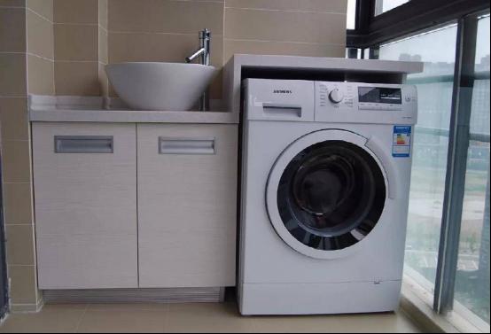 洗衣机放阳台上记得加装这东西,请工人砖砌一个都可以,太实用了