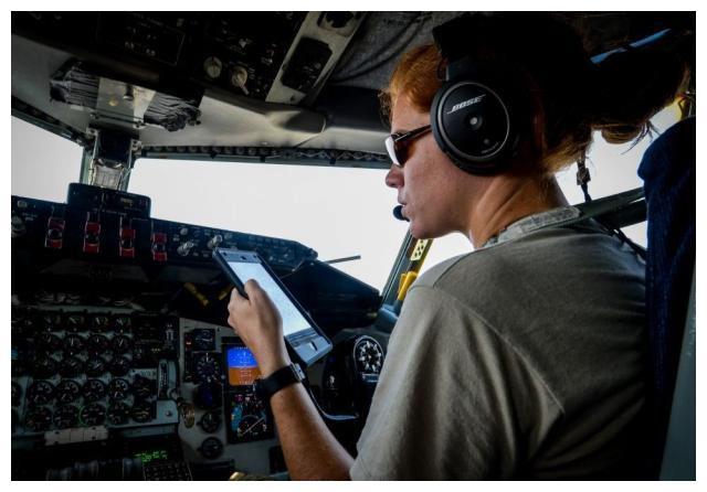 美军机假扮民航越境,无线电突然传来冷酷警报,再不撤退将击落