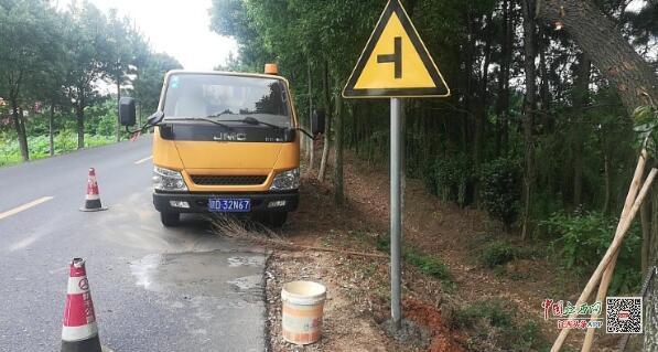 新干公路分局完善国省道标志标牌提升服务质量(图)
