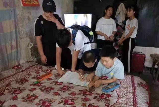 阳煤集团开元公司机电运输部团总支书记和爱心团队情暖童家三姐