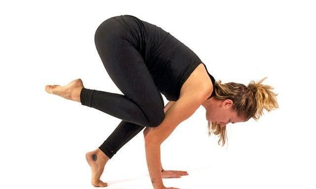 瑜伽起重机式太难?那是你没用对方法,试试这样循序渐进进入