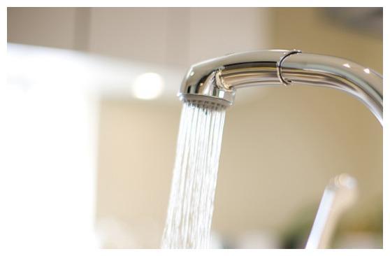 水龙头里的水其实并不卫生 ,教你一招,超快过滤水,干净又省心