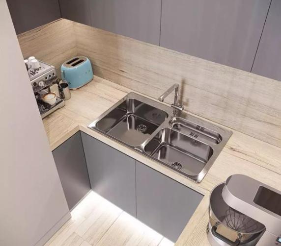 水槽哪种好?不如就用不锈钢,美观还实用,让你爱上厨房