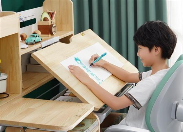 小米众筹上架天然原木学习桌椅:3-18岁都能用