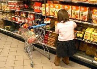 不给孩子买玩具/零食,孩子大哭大闹怎么办?家长不妨这样做!
