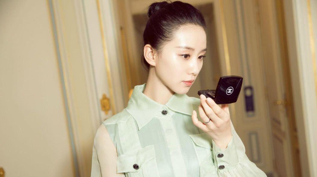 被刘诗诗惊艳的4张衬衫照,你最喜欢第几张?