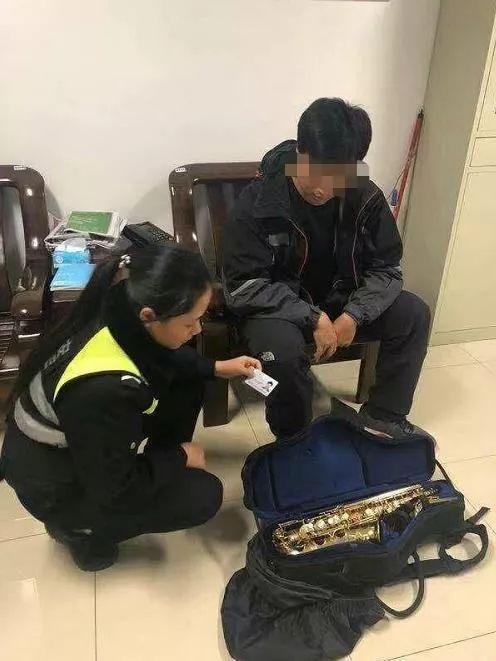他在南宁坐趟地铁,居然遗失近5万元乐器!还好……