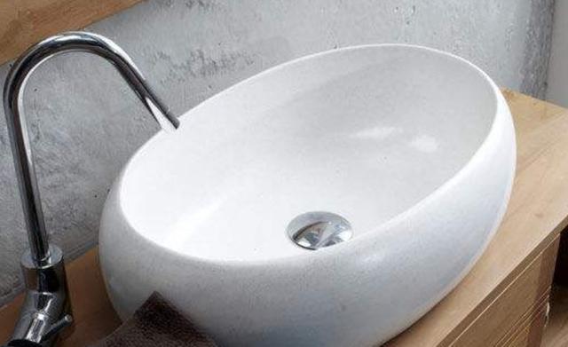 卫生间洗脸盆怎么选?避开4种不好清理的盆,拒绝藏污纳垢