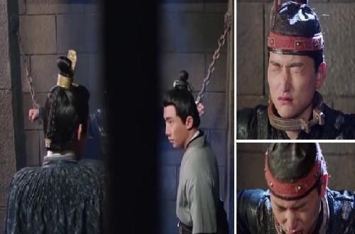 剧中,戴红头巾小哥哥被抓进了天牢,手上脖子上都用铁链拴住了