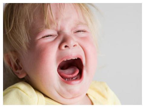 当孩子撞上桌角时,我们该不该为了安慰孩子而打骂桌椅?