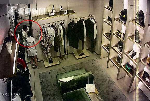 全程都在监控中!女子假借试穿衣服 实偷昂贵箱包被刑拘