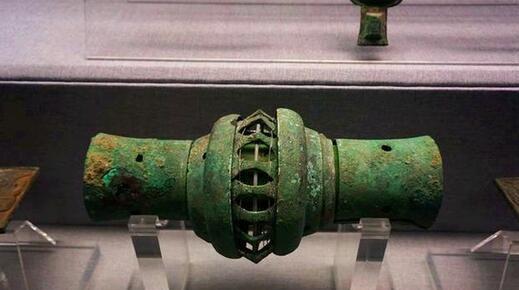 """古墓出土一3000年前""""高科技""""文物, 类似汽车配件, 专家无法解释"""