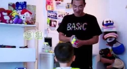 陈小春与应采儿豪宅:内景温馨浪漫,孩子竟在家玩起了滑板车,幸