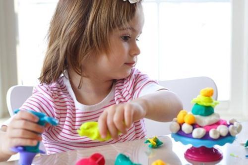 这三种文具很容易伤害到孩子的健康,看看你家的孩子用了哪几种