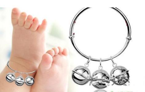 新生儿这2个常戴的饰品不要再戴了,严重影响了宝宝的发育!