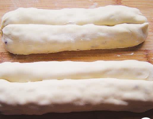 蜂蜜红豆卷,夹有红豆的小卷吃起来口感丰富有趣,松软美味