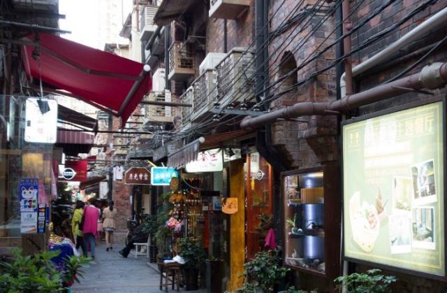 上海著名景点,被游客拉进黑名单,不消费连桌椅都不上坐