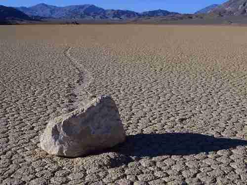 会自己漂移的石头,美国死亡谷石头自己移动,科学仪器揭秘答案