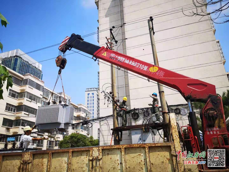 确保中秋可靠用电 青山湖区供电公司党员服务队奋力抢修变压器