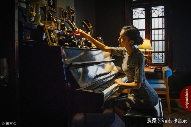 弹奏钢琴黑键的方法和白键一样吗?要注意什么?