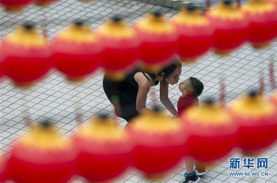 吉隆坡:挂灯笼?迎新春