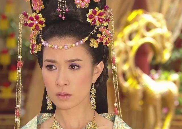 《鬓边不是海棠红》剧照,佘诗曼新造型大跌眼镜,上星剧预定!