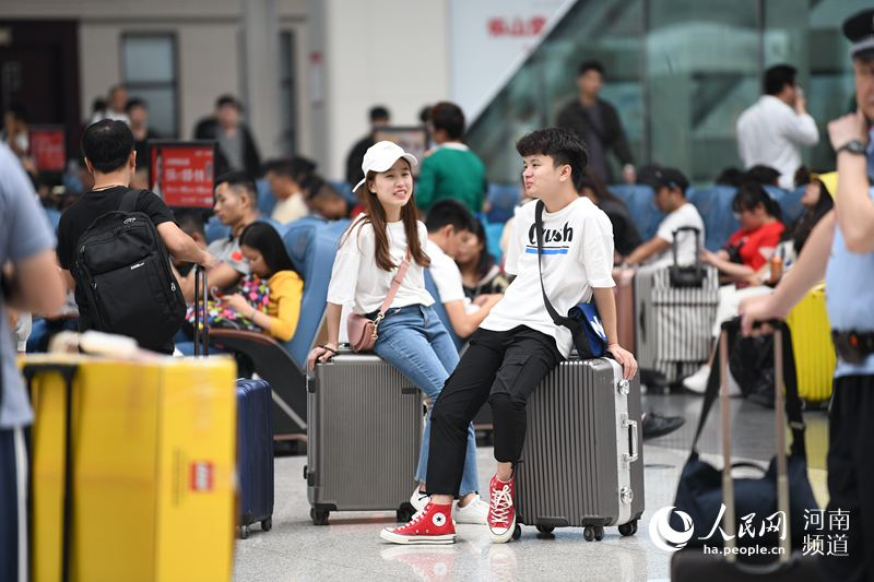 中国铁路郑州局客流持高位运行多措并举养护设备设施
